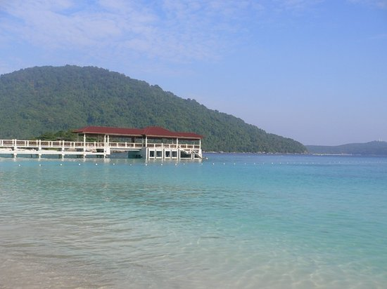 Pulau Perhentian Besar, Malasia: Beach right in front of PIR where you can see giant turtles