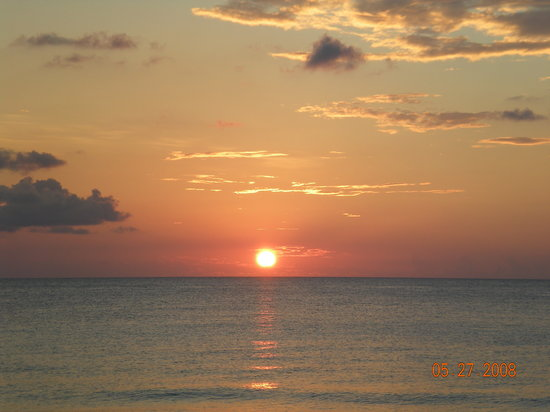 Caymanerne: Sunset along 7 Mile Beach