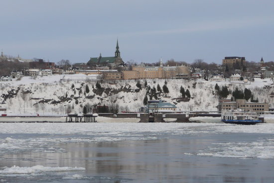Quebec, Kanada: Frozen river