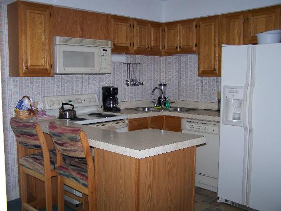 Cathedral Ledge Condominium Resort: Kitchen
