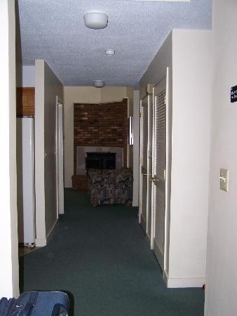 Cathedral Ledge Condominium Resort: Hallway