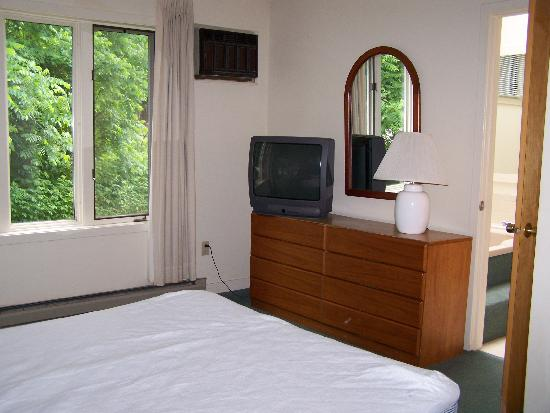 Cathedral Ledge Condominium Resort: Master Bedroom