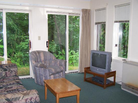 Cathedral Ledge Condominium Resort: Living Room