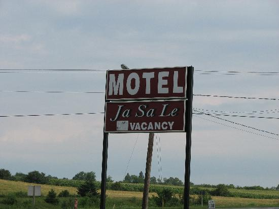 Ja-Sa-Le Motel: Motel sign