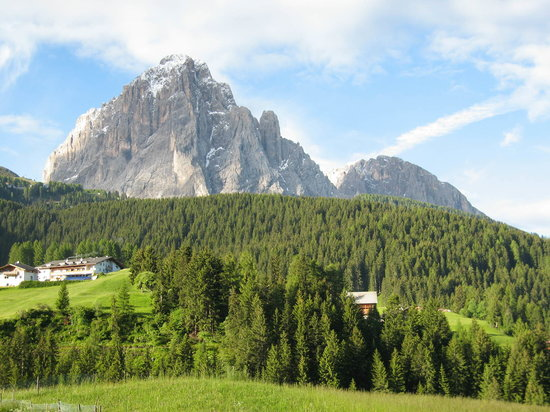Selva di Val Gardena, İtalya: Looking South from hotel