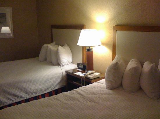 Loews Annapolis Hotel: The comfortable hotel beds.