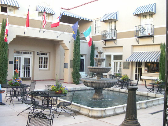 The Hotel Paisano: The hotel patio - very pleasant in the evening