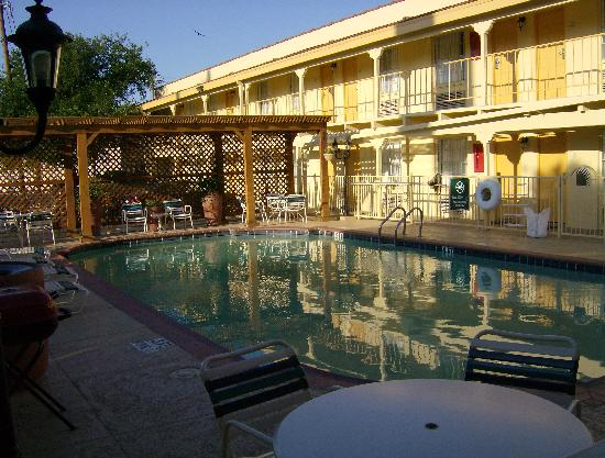 La Quinta Inn Dallas Uptown: The petite pool