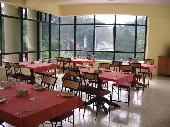 Hotel Crystal Court: Restaurant - there is a vegetarian and non- veg one