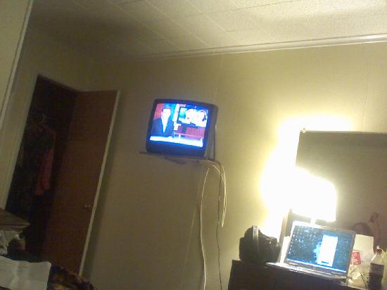 Ashford Motel: TV on the wall.