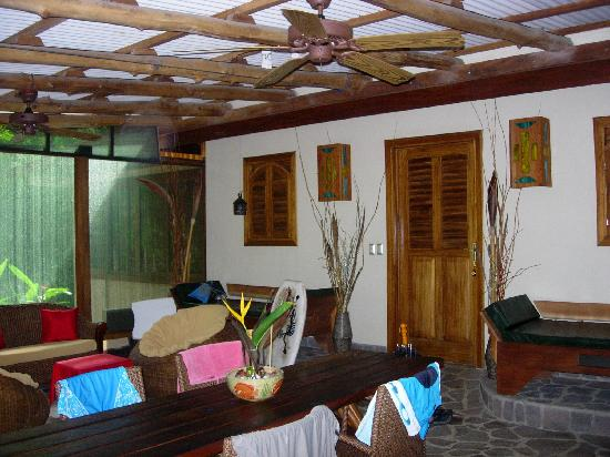 The Red Palm Villas: downstairs patio