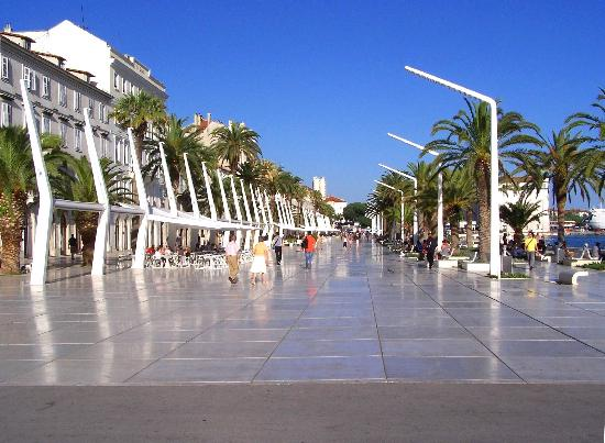 Villa Matejuska: Promenade at Split waterfront