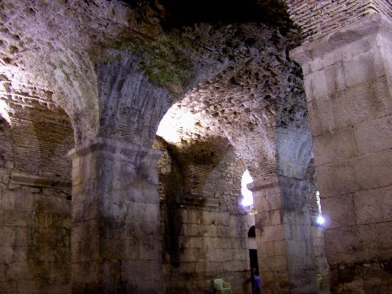 Villa Matejuska: Basement of Diocletian&#39;s Palace