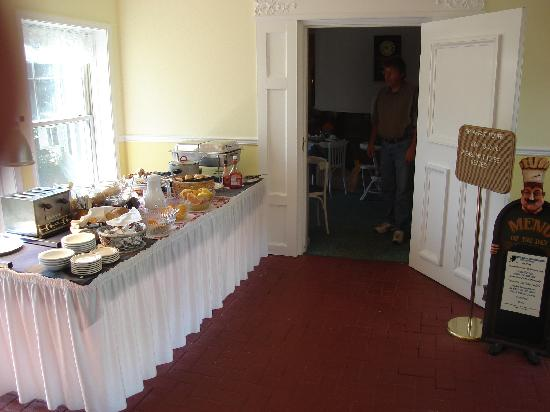 Church Hill Inn: Breakfast buffet