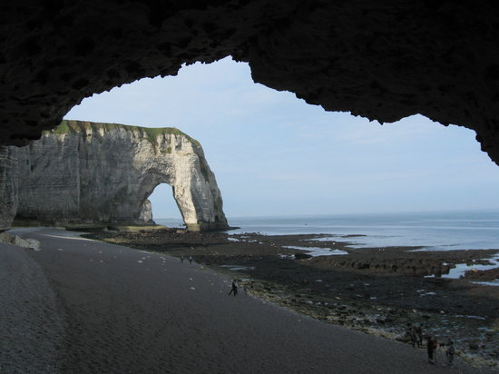 Etretat, France: Manneport Arch from d&#39;Aval tunnel