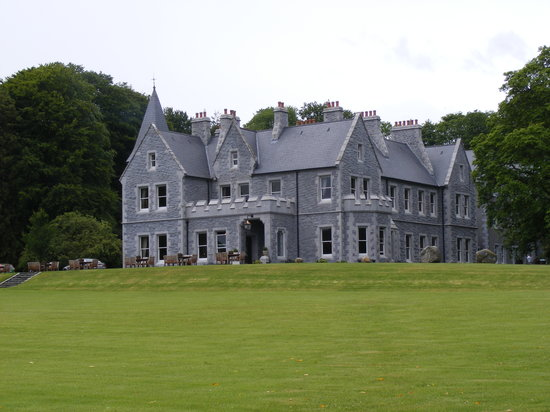 Mount Falcon Estate: To the Manor Born