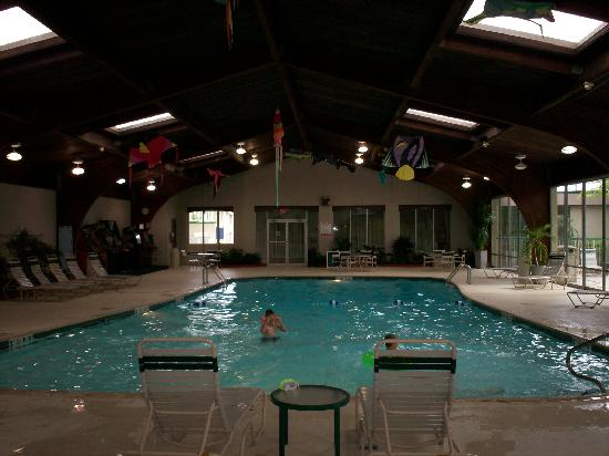 Clarion Inn & Conference Center: The huge swimming pool...