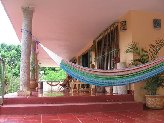 Casa Hamaca Guesthouse: Front Porch