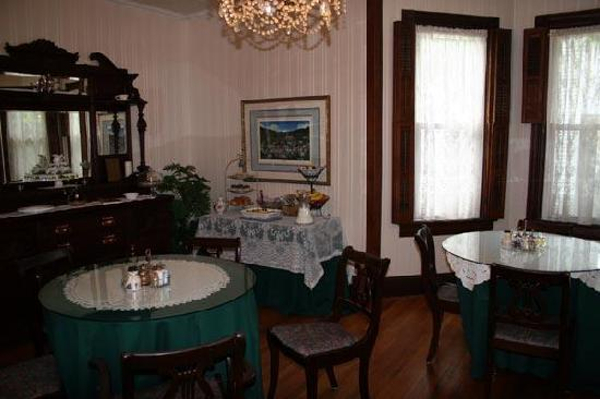 Arbogast Inn: the dining room
