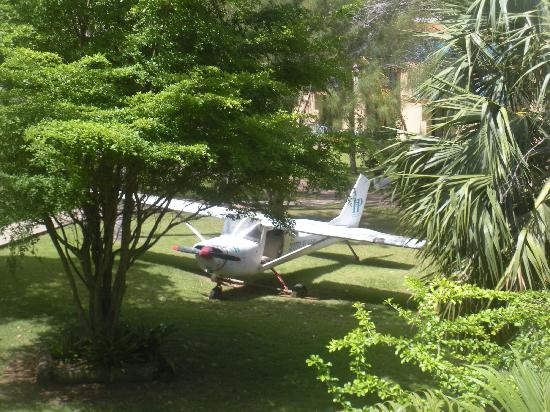 IHP Hotel El Faro: Airplane (See From my Room)