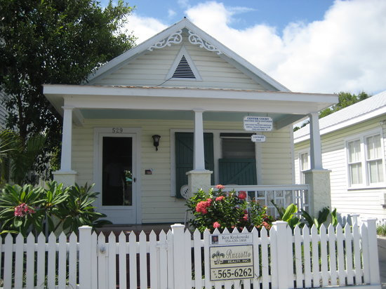 Center Court - Historic Inn and Cottages: Leeward Isle
