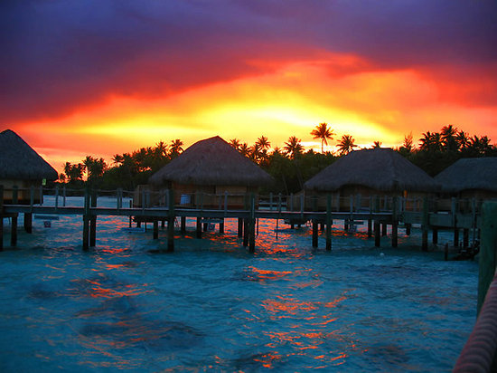 Bora-Bora, Polynésie française : South Pacific sunset in all its glory