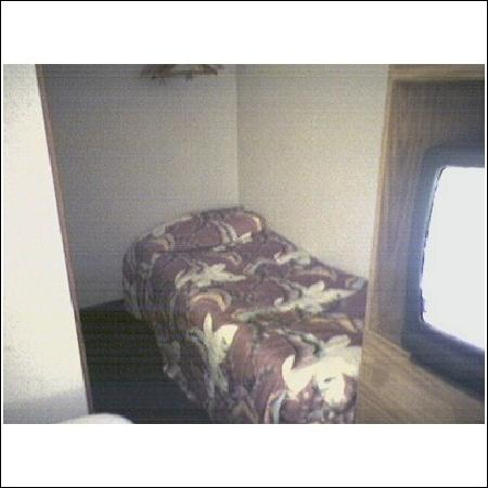 Super 8 North East/Erie: Extra bed in closet