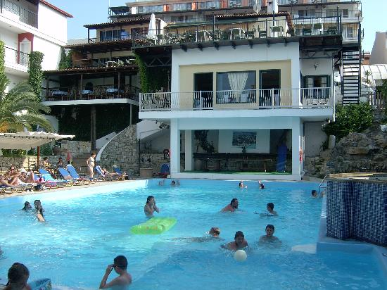 Kriopigi Beach Hotel: On the pool