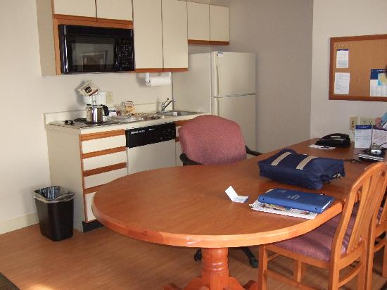 Huntersville, NC: large full kitchen area, even has a dishwasher and disposal!