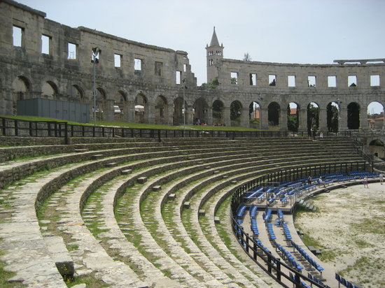 Pula, Kroatien: Seats at the Arena