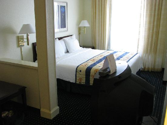 SpringHill Suites Phoenix Downtown: nicely furnished suite