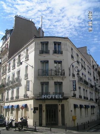 Hotel Charlemagne: Hotel - typically Parisian building