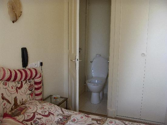 L'Hermitage: toilet in a cupboard