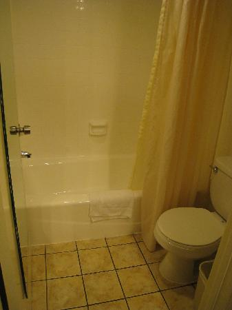 BEST WESTERN PLUS Monterey Park Inn: Best Western Monterey Park Inn - Bathroom.
