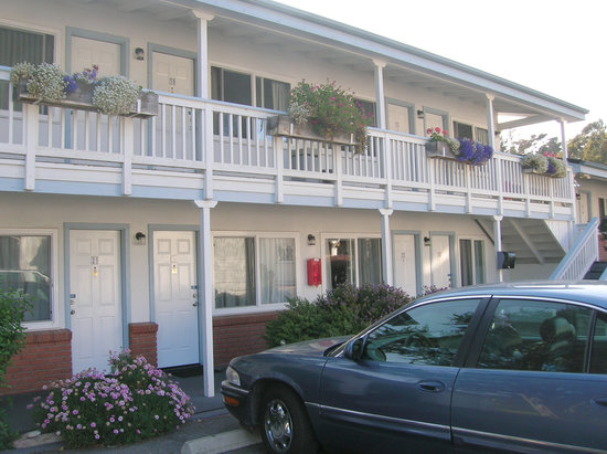 Bluebird Motel: Exterior view of rooms