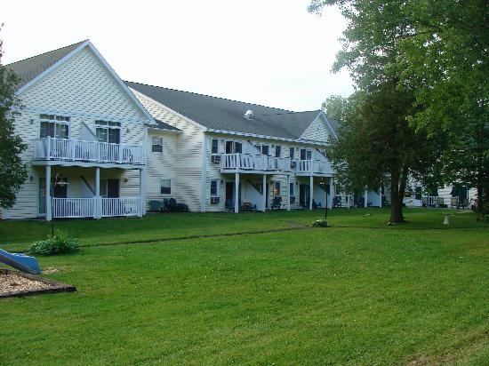 The Country Inn at Camden / Rockport: Back of main inn from our deck