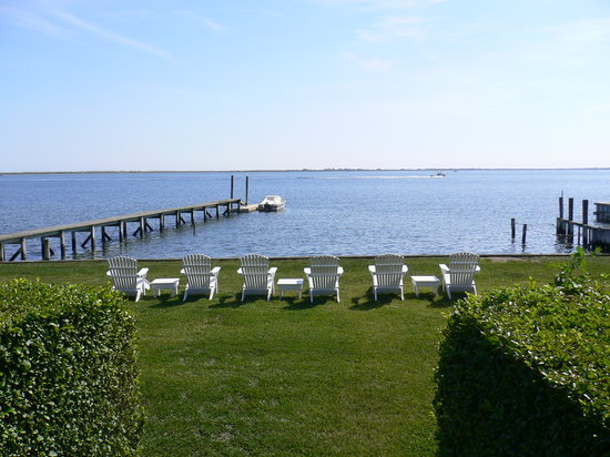 The Inn Spot on the Bay: the main lawn