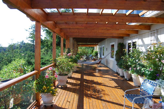 Highland Inn of San Juan Island: Veranda