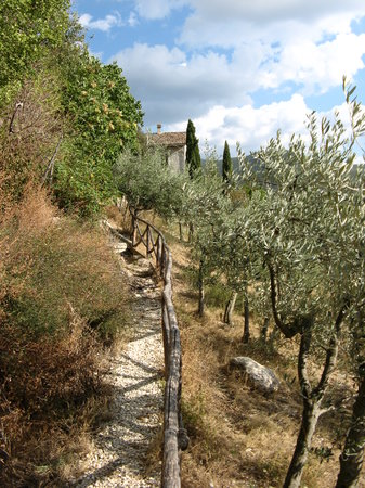 Spoleto, Italy: walking path in Silvignano