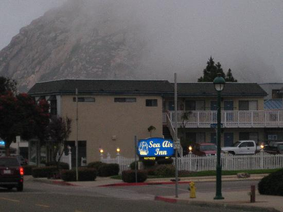 the front picture of sea air inn morro bay morro bay. Black Bedroom Furniture Sets. Home Design Ideas