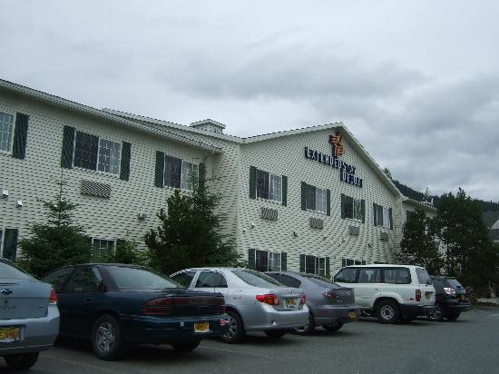 Extended Stay America - Juneau - Shell Simmons Drive: Front view of hotel