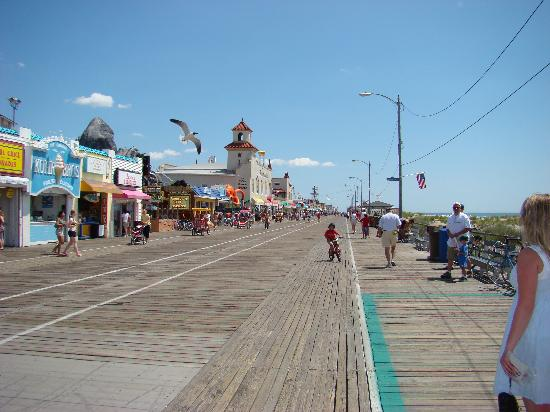 Where in the world is this picture? - Page 2 The-boardwalk