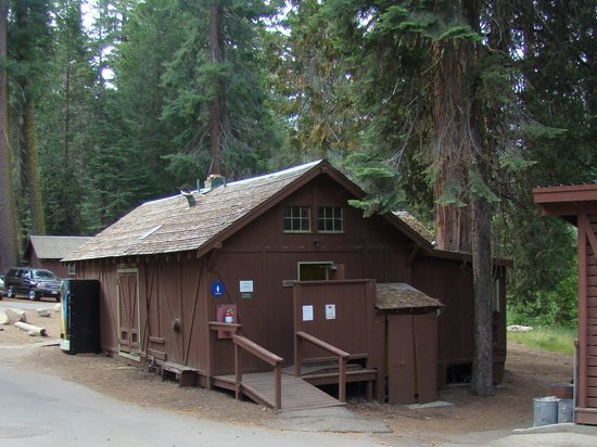 Grant Grove Cabins: Bath House