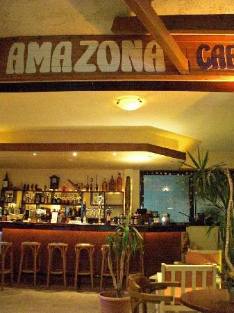 Amazona Apartments: bar entrance