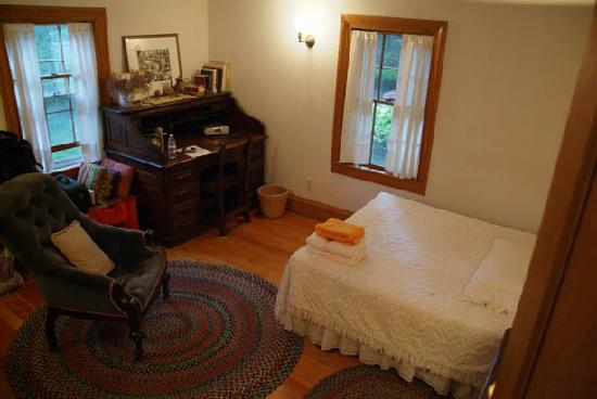 The Farm Cottage: the bedroom