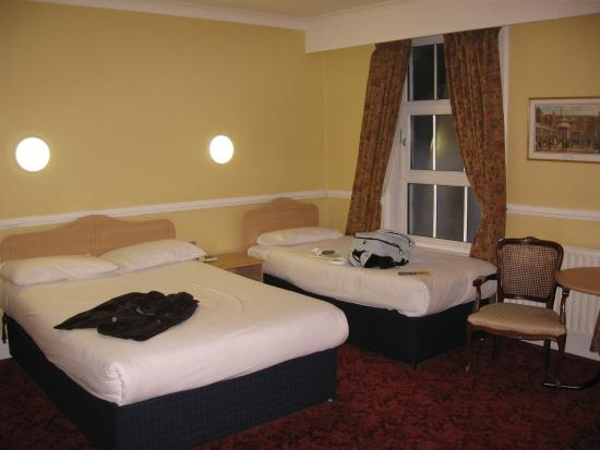 Victoria Hotel: Double room plus single bed