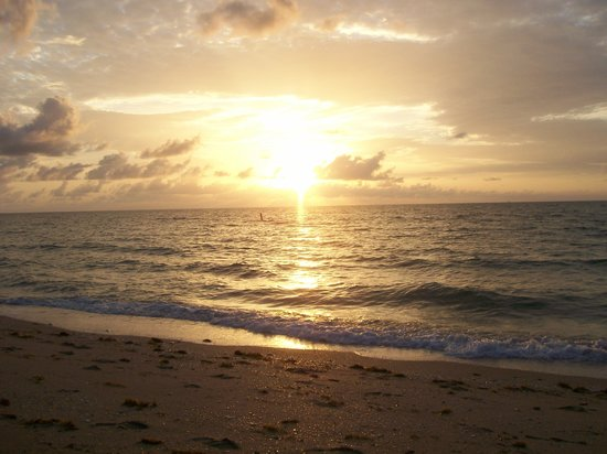 Pompano Beach, : Beautiful sunrise on the beach!