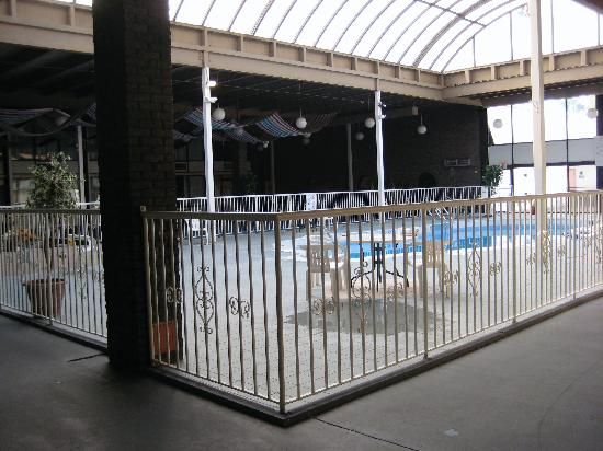Quality Inn Finger Lakes Region: Pool area