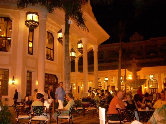 Riu Palace Punta Cana: Evening near the main stage