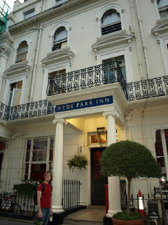 Smart Hyde Park Inn Hostel: entrance